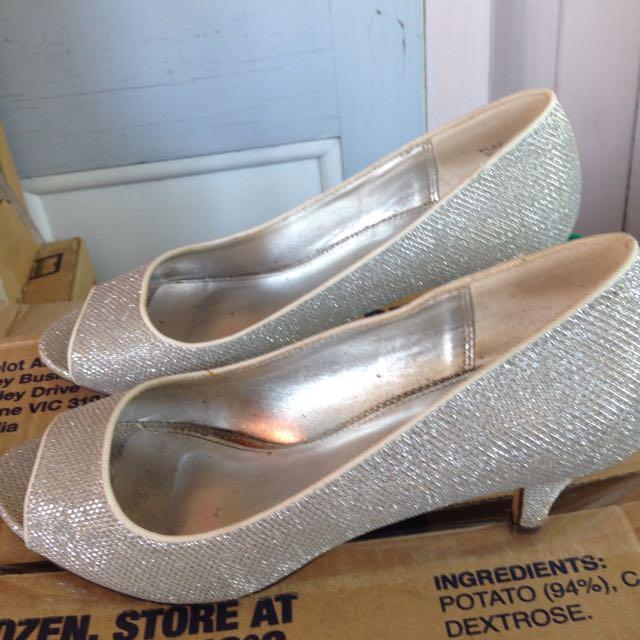Size 9 Silver Kitten Heels