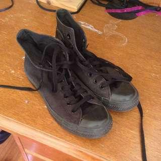 Size 9 Converse