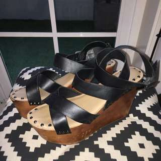 ROC Black Leather / Wooden Soled Flat Platforms Size 7.