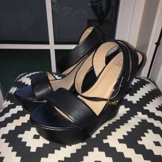 Heart In D Black Scrappy Wedge Sandals Size 7
