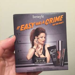 #HOLD# Benefit makeup kit (If easy was a crime)