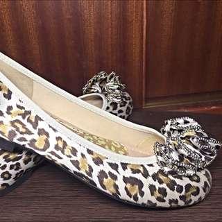 日本🇯🇵購入平底鞋(裡面很軟,很符合人體工學)全新,僅落地試穿,半價出售,原價約台幣1300元!尺寸為22.5