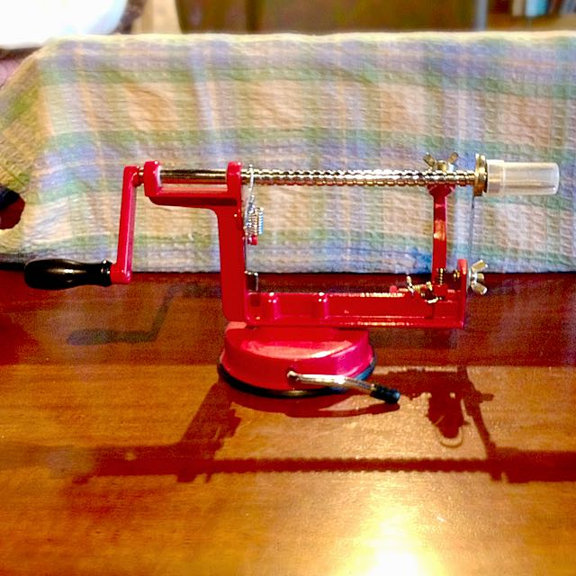 Apple Peeler/ Apple slinky Maker
