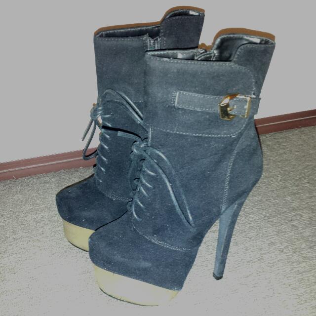 Hot black platform faux suede heel boots size 5