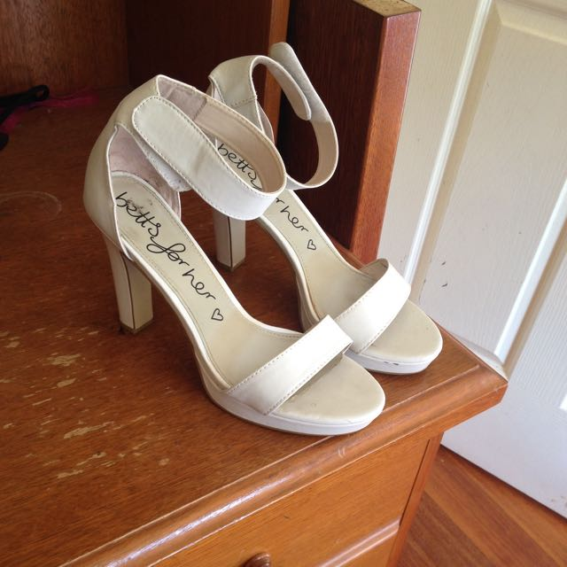 Size 9 Betts Heels
