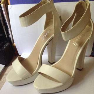 * ON HOLD * White Verali Heels