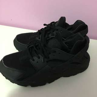 Nike Black Huaraches