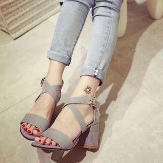 粗跟露趾涼鞋
