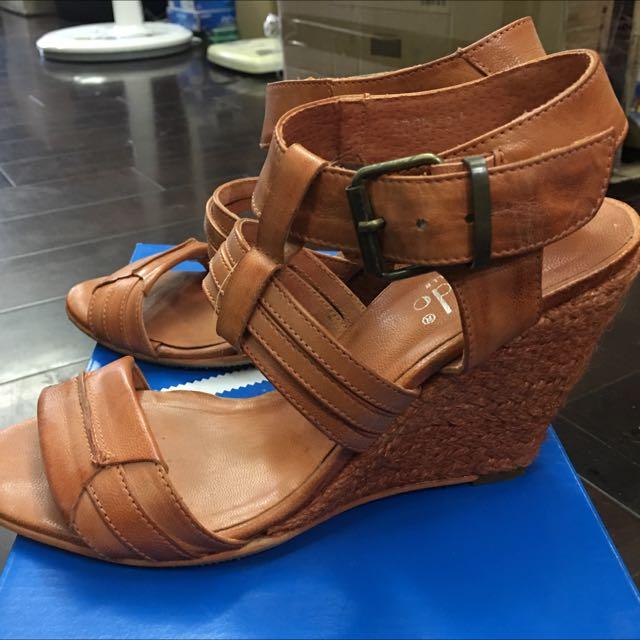 橘色牛皮涼鞋