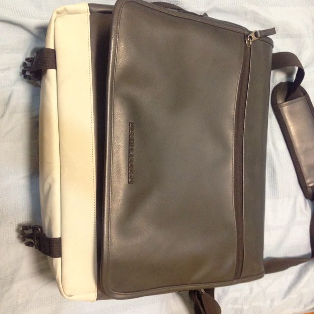 88ecf85b8b DC Shoes Laptop Bag, Men's Fashion on Carousell