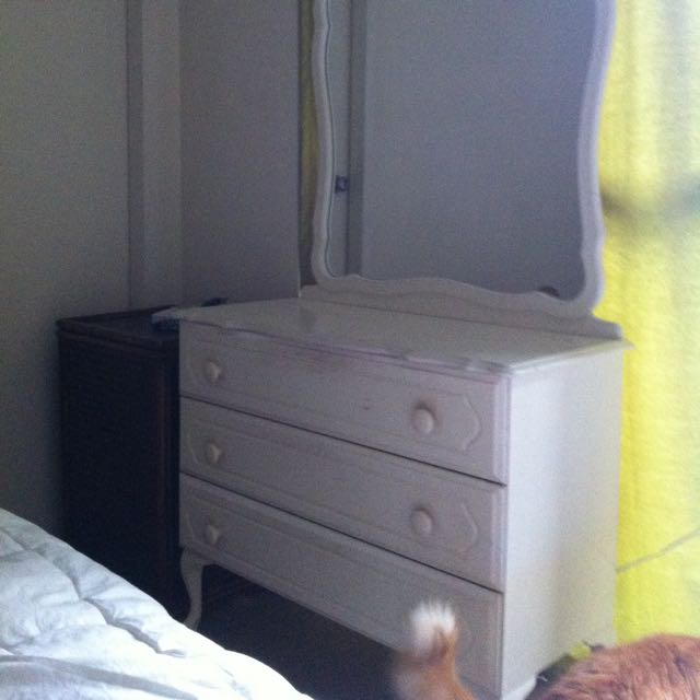Dresser Large Drawers Mirror And A Light