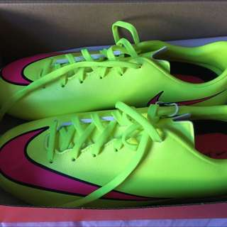 Nike mericurial soccer/football boots
