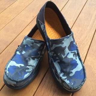 Crocs Canvas Slip On Shoes (Size J 6)