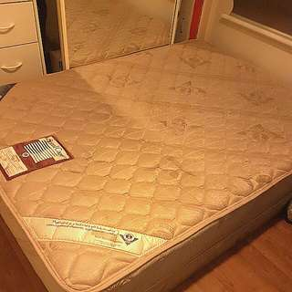 Comfy Double Ensemble Bed (Make Offers)