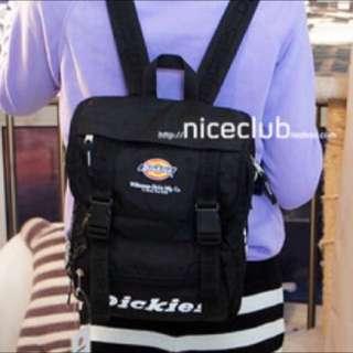 收此款後背包或有這種設計的包