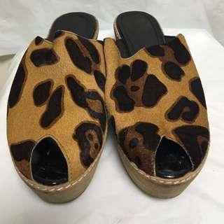 寄順豐到付!9成新!方便易襯皮拖鞋!