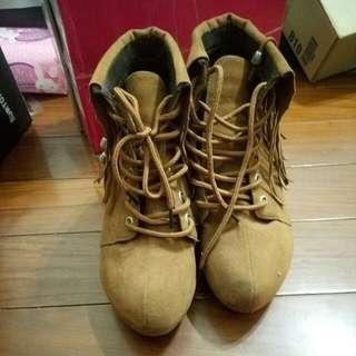 麂皮流蘇短靴(咖)