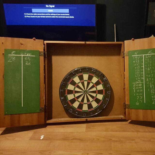 Pub Style Dart Board With Case (Make Offers)