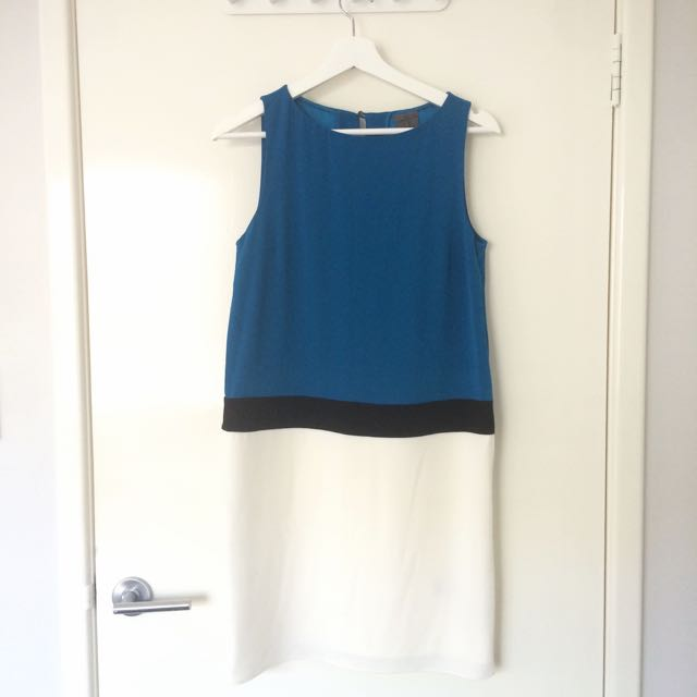 Size 4/M Authentic Calvin Klein colour block dress
