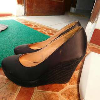 Preloved: Ezra by Zalora Pump Wedges Black