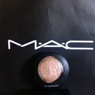 ✨ Mac Mineralize Highlighter