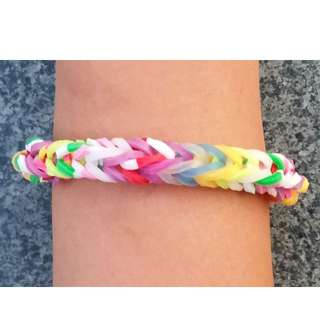 Item 128) Handmade Loom Band Bracelet