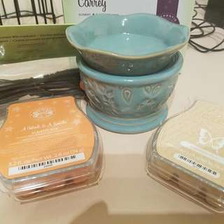Scentsy Warmer And Melts
