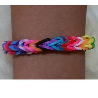 Item 129) Handmade Loom Band Bracelet