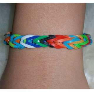 Item 130) Boy color Handmade Loom Band Bracelet