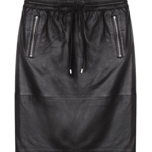 02be3a85b9 Dion Lee Size 8 Leather Skirt, Women's Fashion on Carousell