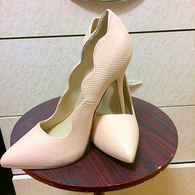 JustFab Shoes Size 8