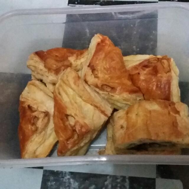 Pastry Daging Asap