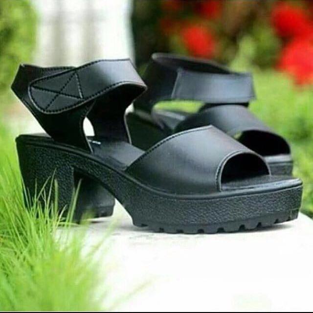 simply black platform
