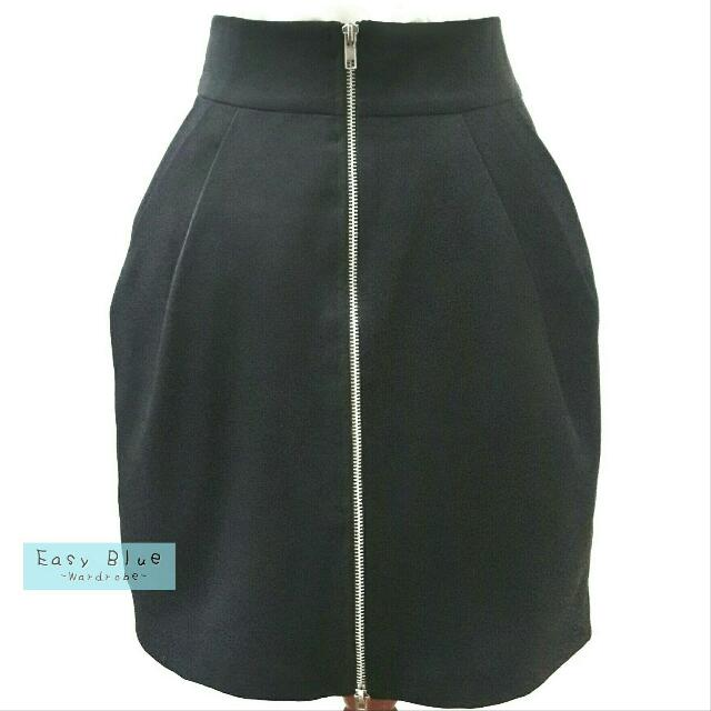 Solemio Zipper Mini Skirt in Black