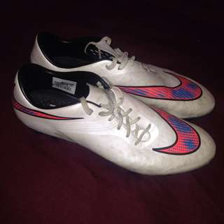 Size Uk 11 Nike Football Boots