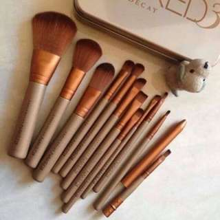 Naked 3 Set Brushes 12 Pcs + Kaleng Make Up