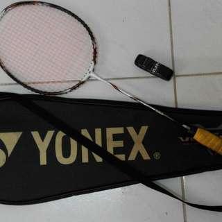 YONEX羽毛球拍~降價出售中