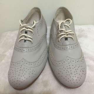 ●便宜出清●All Black 淺灰色小羊皮牛津鞋