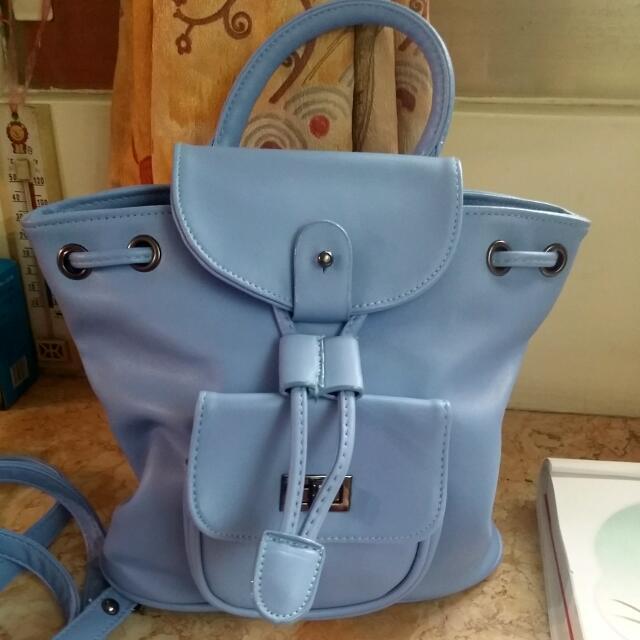 藍色小包(可側背,後背唷)