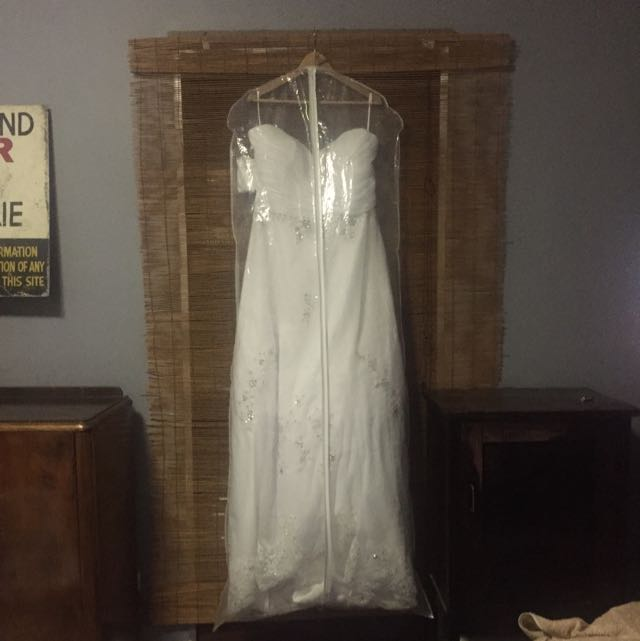 Bridal Dress With Train BRAND NEW !