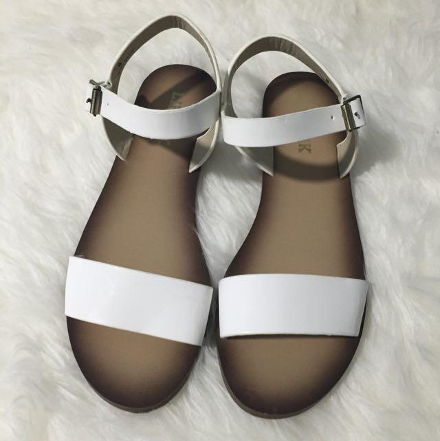 PENDING - LIPSTIK shoes White sandals
