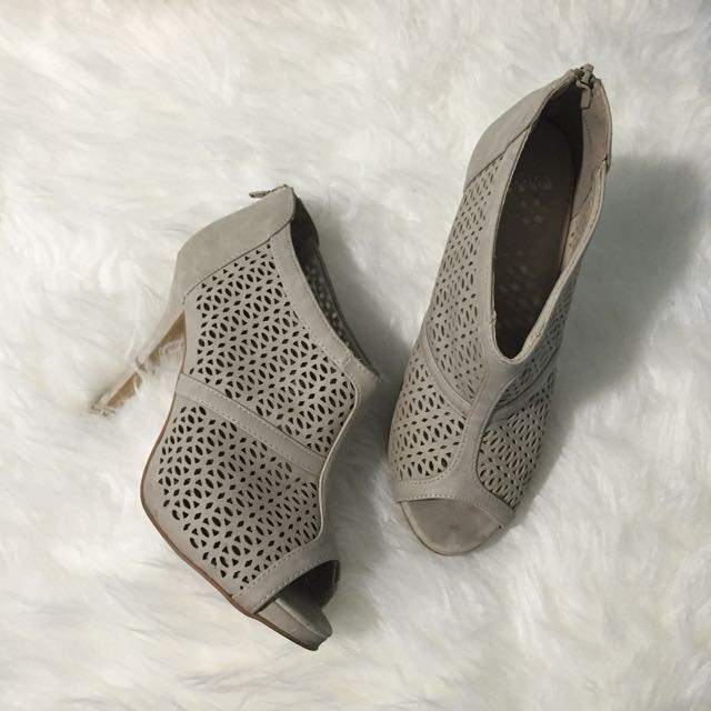 NOVO Nude beige heels