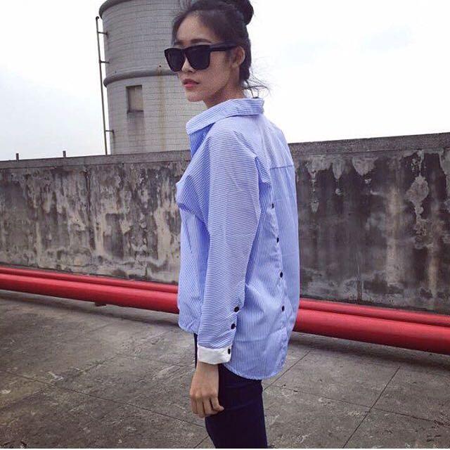 藍色v領襯衫