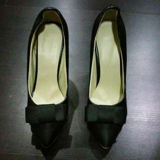 👠 Black High Heel Shoes (Size 37)