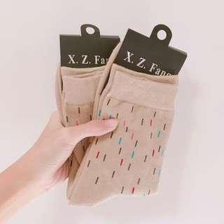 (全新)土膚色虛線襪