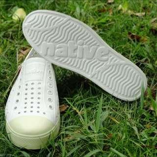 Native Jefferson奶油頭洞洞鞋