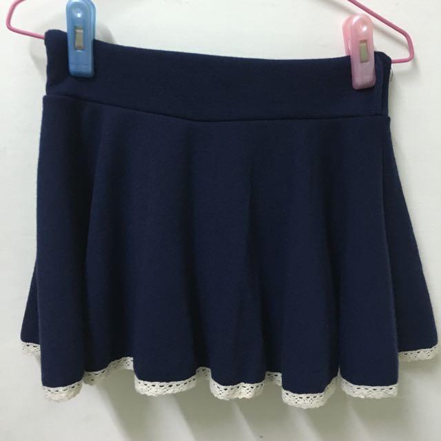 深藍色短裙