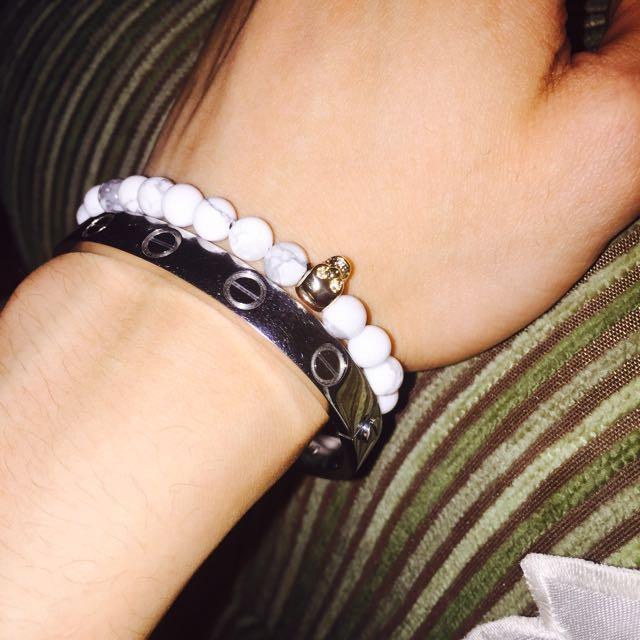 Marble skull bracelet in gold