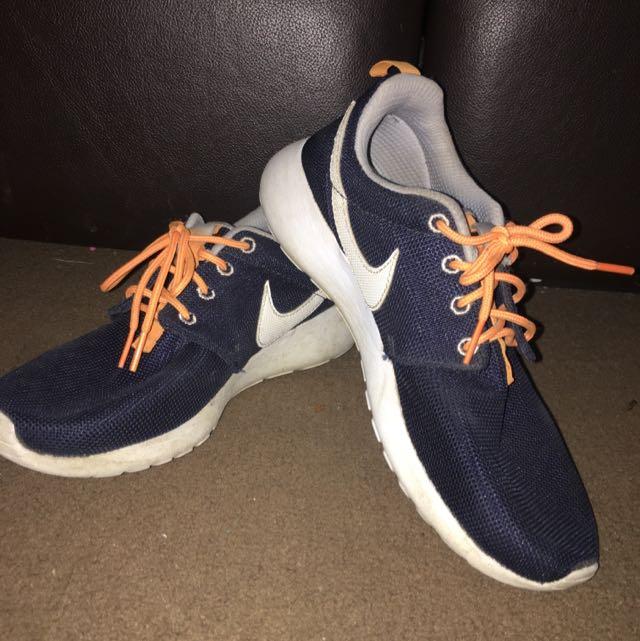 Nike Roshe Run Size 7