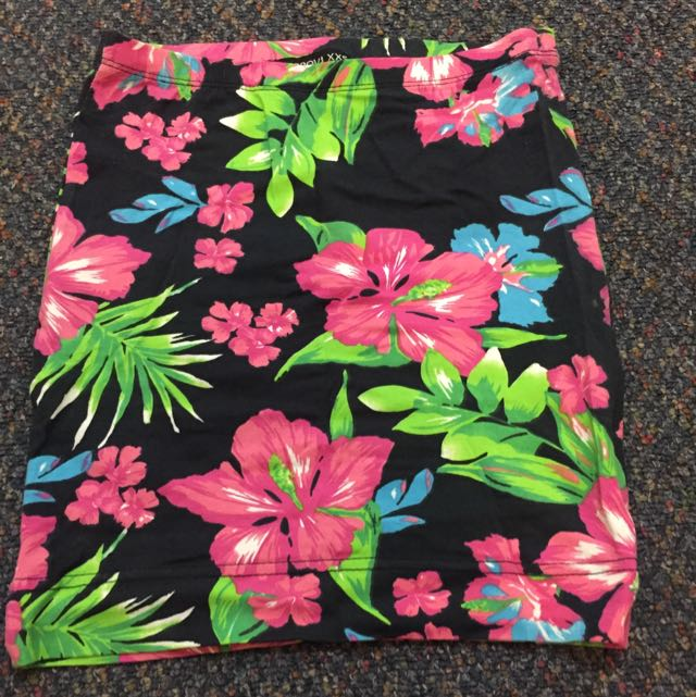 terranova floral skirt ,used once,pencil cut